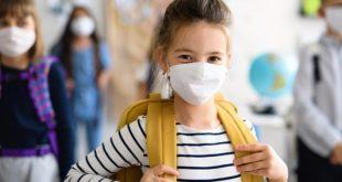 Niños sin vacunas y con mascarillas, así vuelven las escuelas en EE.UU.